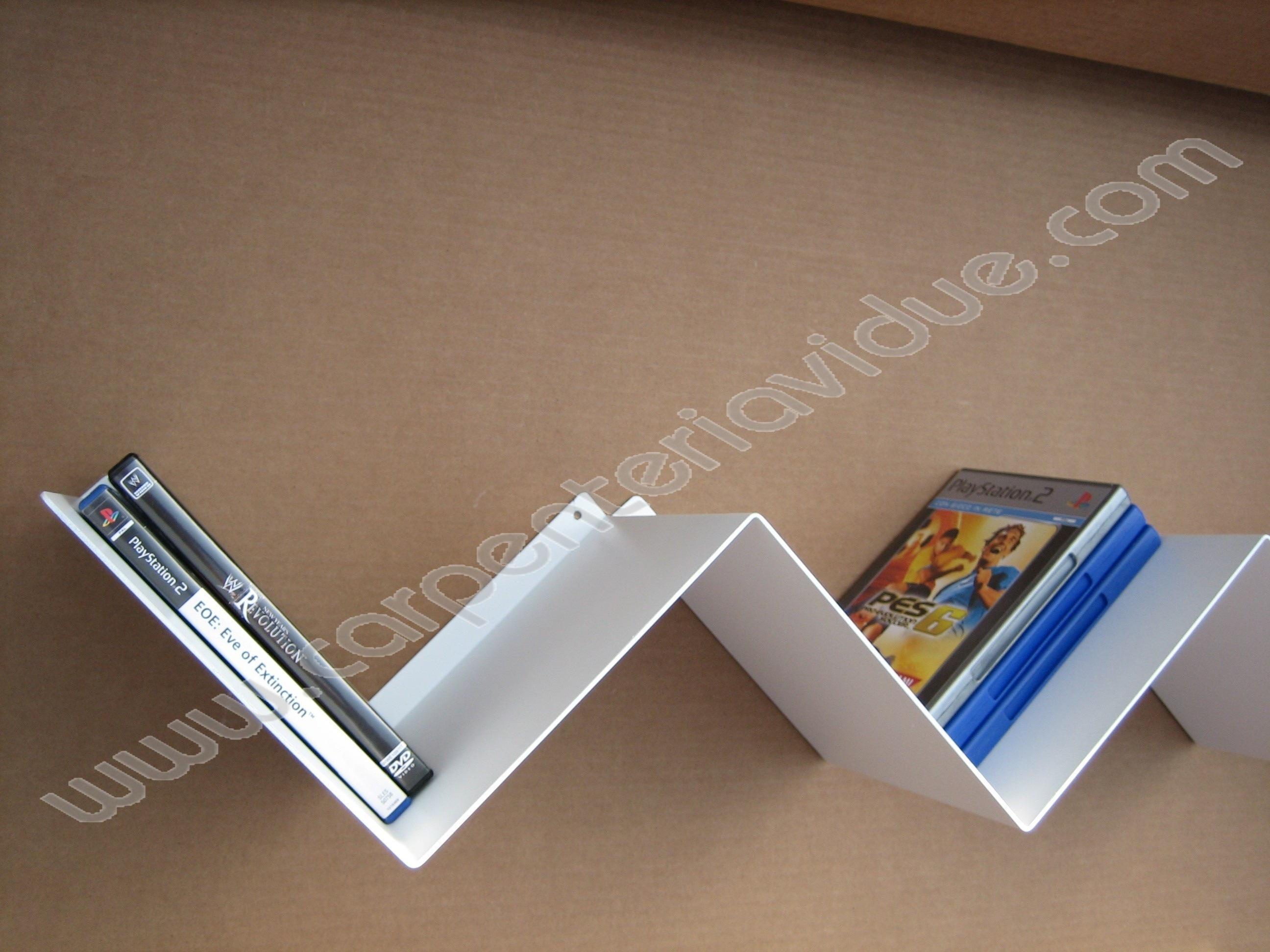 Libreria da muro porta dvd formata da 8 lati in acciaio - Libreria porta dvd ...